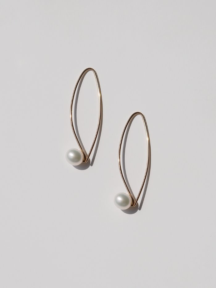 simple line gold pearl earrings